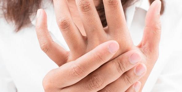 ¿Te duele la mano? Tu celular podría ser el causante